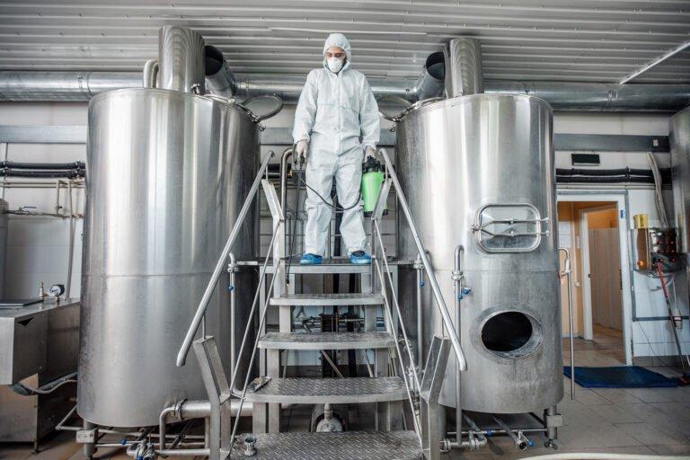limpeza dos equipamentos produção de cerveja
